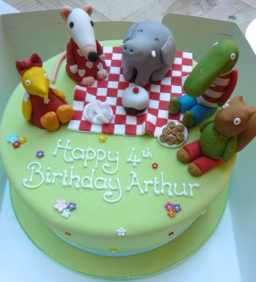 Maisie and Friends Birthday Cake